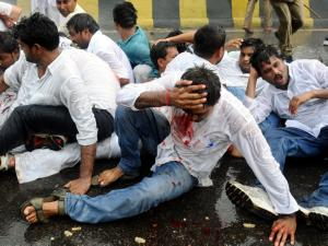 लाठी के बल पर कुचले जाते हैं मानवाधिकार