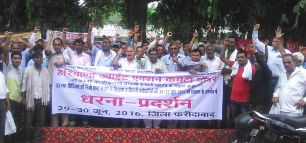बिजली कर्मचारियों की हडताल में सरकार के खिलाफ की गई जमकर नारेबाजी