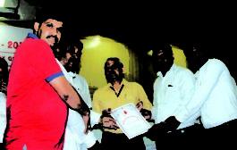भारतीय प्रवासी परिषद टीम को किया गया सम्मानित
