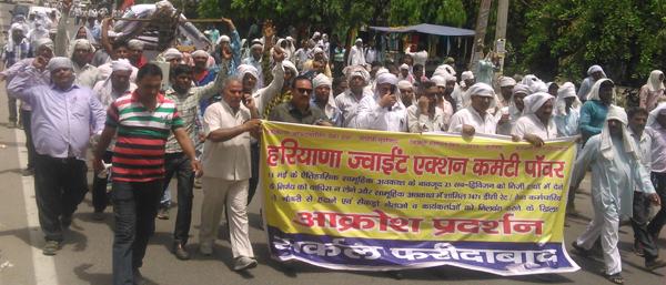 बिजली कर्मचारियों ने किया विरोध प्रदर्शन