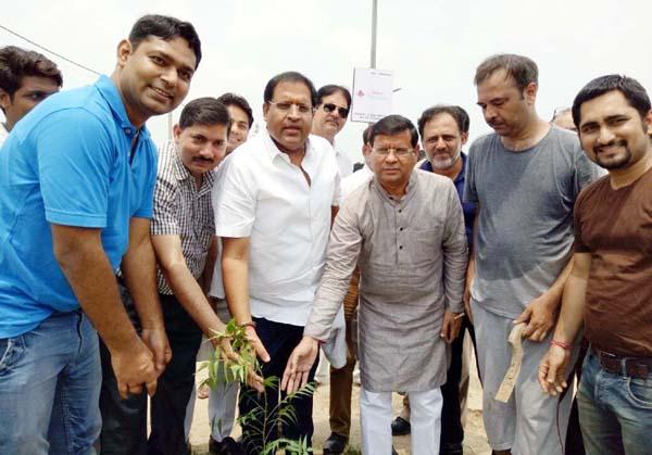 पर्यावरण को शुद्ध रखने में पेड़-पौधों की होती है अह्म भूमिका : विपुल गोयल/राजेश नागर