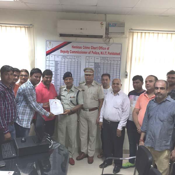 अजय नौनिहाल को किया पुलिस प्रशासन ने प्रशंसा पत्र देकर सम्मानित