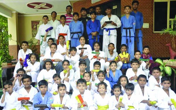 जीवा पब्लिक स्कूल में कराटै बैल्ट का आयोजन