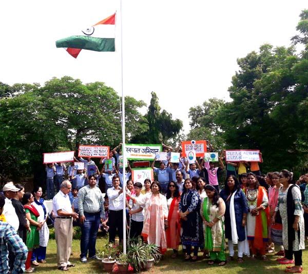 सूरजकुण्ड इंटरनेशनल स्कूल दयालबाग में स्वतंत्रता दिवस के उपलक्ष्य में समारोह आयोजित