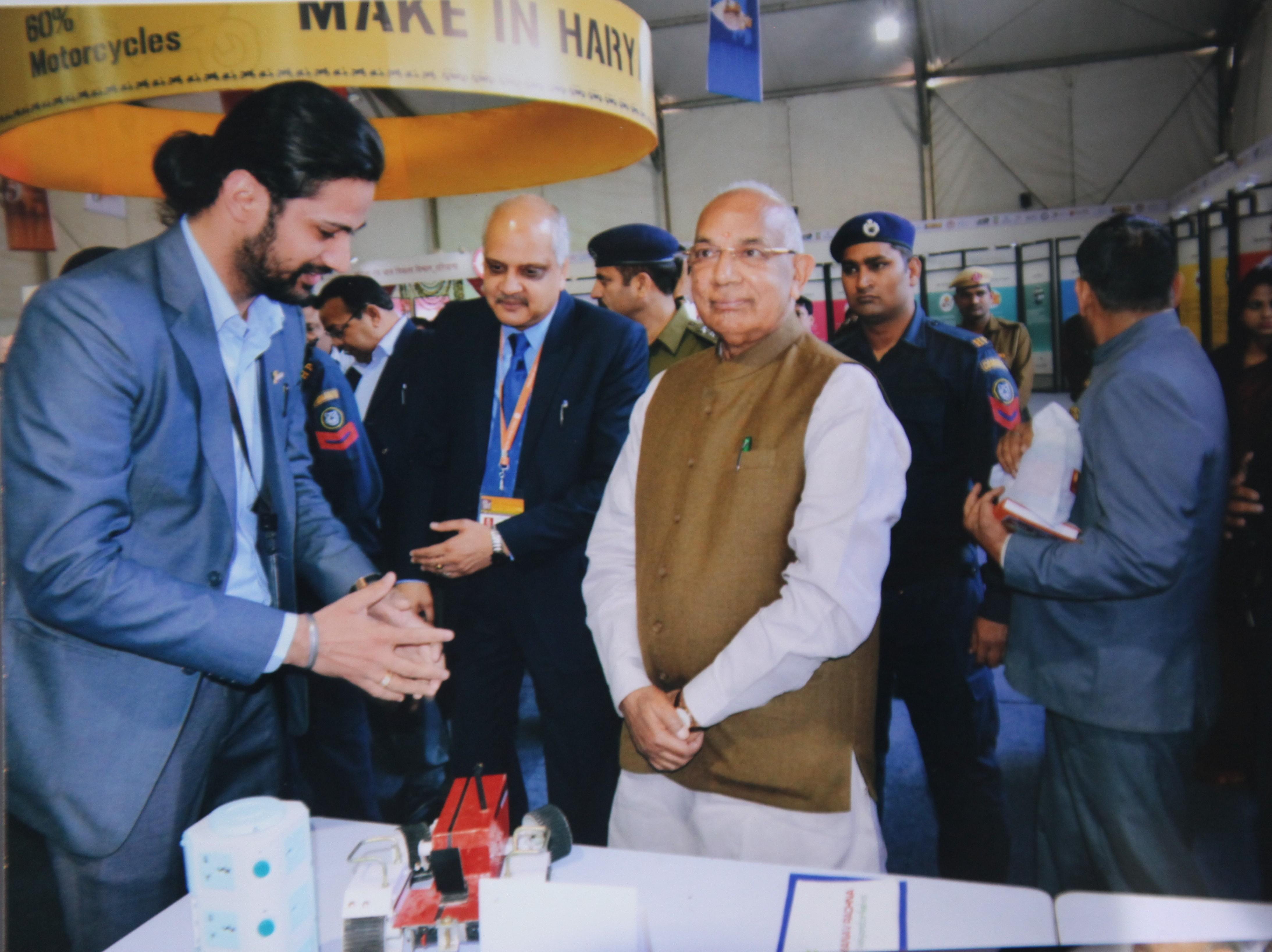 Governor Haryana Kaptan Singh Solanki came visiting the Manav Rachna Booth at IITF