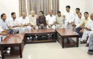 कांग्रेसी नेताओं की गिरफ्तारी के विरोध में जिले के कांग्रेसियों ने की आपात बैठक