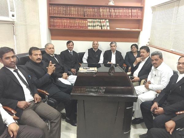 बार चुनाव को लेकर वकीलो ने की बैठक