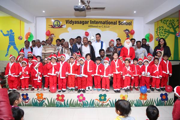 विद्यासागर इंटरनेशनल स्कूल मे मनाया गया क्रिसमस पर्व