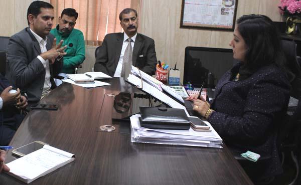 निगमायुक्त और ओला कैब के मध्य बैठक आयोजित