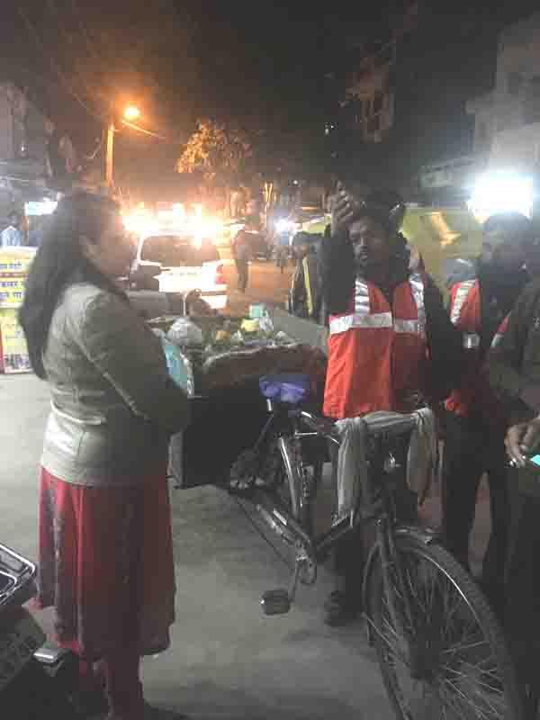 निगमायुक्त का सफाई व्यवस्था को लेकर शहर के विभिन्न क्षेत्रों में दौरा