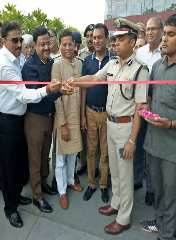 आरपीएस गु्रप ने पुलिस को सौंपा गश्त के लिए वाहन