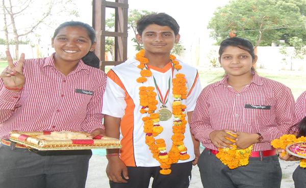 विद्यासागर इंटरनेशनल स्कूल के छात्र ने जीता  आर्चरी में  गोल्ड मैडल