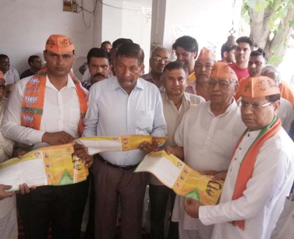 सदपुरा में चलाया बूथ महा जनसम्पर्क अभियान