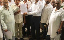 अधिग्रहित जमीन मामले को सुलझाने के  सीएम के नाम सौपा ज्ञापन
