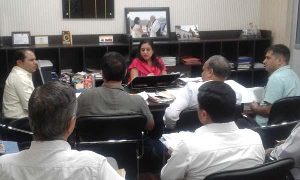 निगमायुक्त ने ली मानसून सीजन को देखते हुए बैठक