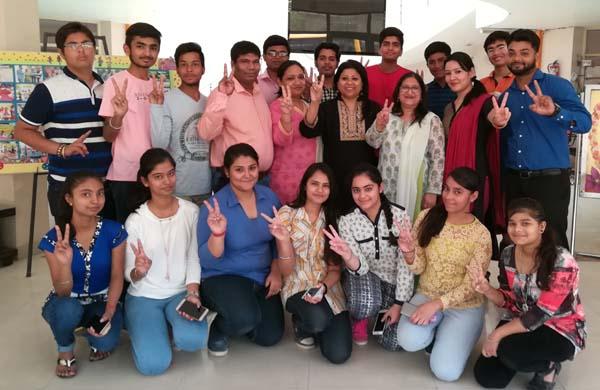 सूरजकुंड इंटरनेशनल स्कूल के बच्चों ने किया शानदार प्रदर्शन
