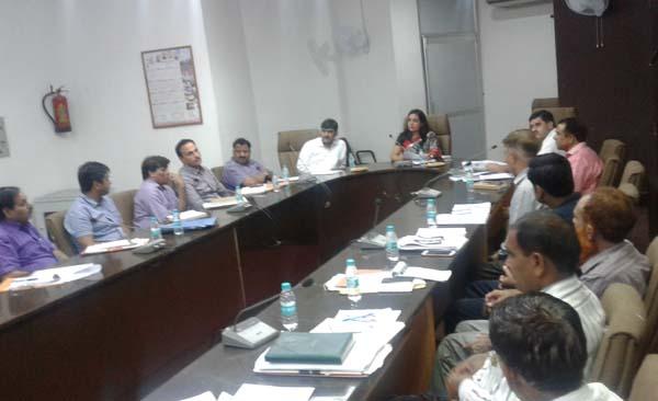 निगम आयुक्त सोनल गोयल ने ली अधिकारियों की मीटिंग