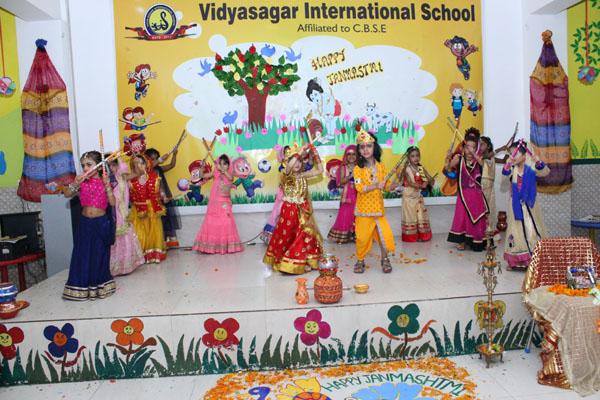 विद्यासागर इंटरनेशनल स्कूल में हर्षोल्लास के साथ मनाया गया जन्माष्टमी पर्व