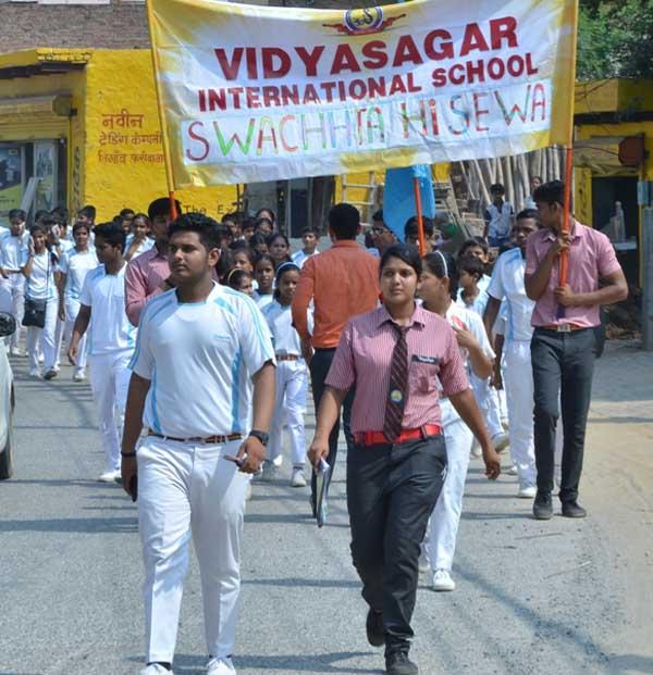 विद्यासागर इंटरनेशनल स्कूल ने रैली निकालकर दिया स्वच्छता का संदेश