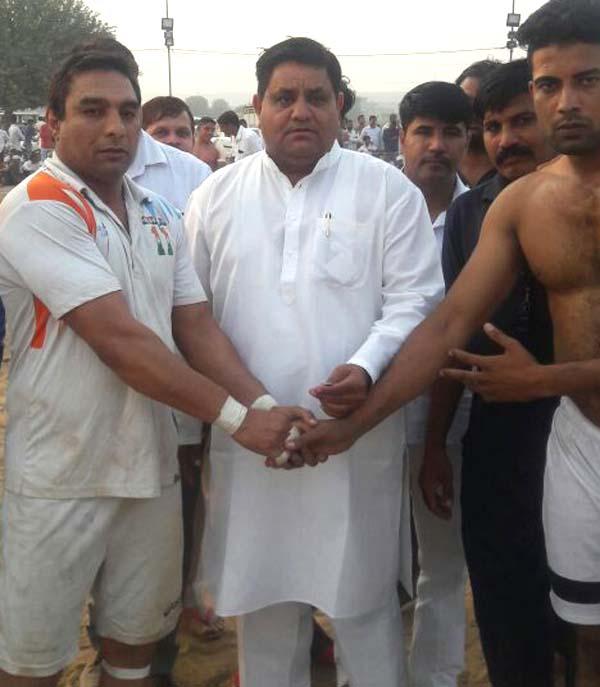 धर्मबीर भडाना ने किया टॉस करवाकर मैच का शुभारंभ