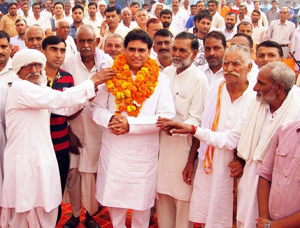 विधायक ने गांव अल्लीपुर तिलौरी में सुनीं ग्रामीणों की समस्याएं