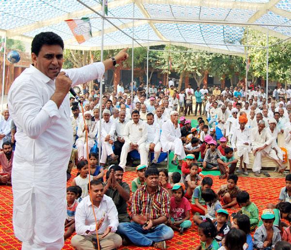 विधायक ने गांव ढहकौला में सुनीं ग्रामीणों की समस्याएं