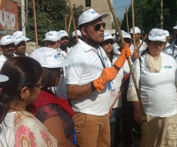 SBI organized a swachhta abhiyan