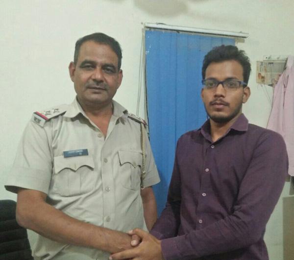 राहुल दीक्षित ने की शिकायतों को लेकर चौकी इंचार्ज से चर्चा
