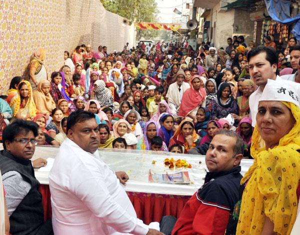 स्व. इंदिरा गांधी के पदचिन्हों पर चलकर राजनीति में सक्रिय भूमिका निभाएं महिलाएं : लखन सिंगला