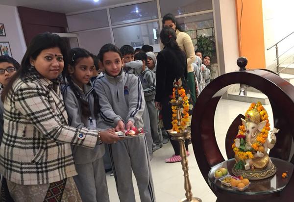 सूरजकुंड इंटरनेशनल स्कूल में छात्रों ने मनाया वसंत पंचमी उत्सव