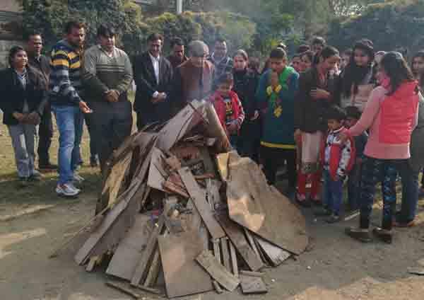 सूरजकुंड इंटरनेशनल स्कूल में विद्यार्थिओं ने मनाया लोहड़ी व मकरसंक्रांति  का पर्व