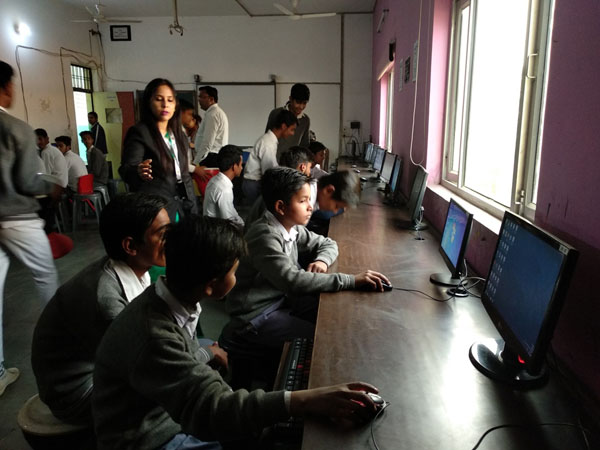 विद्यासागर इंटरनेशनल स्कूल ने किया सरकारी स्कूल  के बच्चों के लिए किया विशेष कक्षाओं का आयोजन