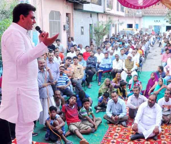 केंद्रीय राज्यमंत्री ने निजी स्कूल खोलकर शुरु की जनता को लूटने की तैयारी : ललित नागर