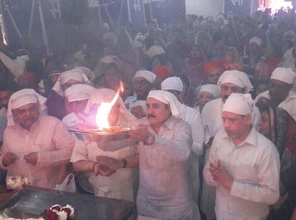 वैष्णोदेवी मंदिर में शुरू हुई नवरात्रों की धूम, मां शैलपुत्री  की भव्य पूजा हुई