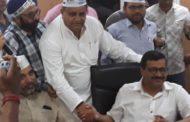 आप नेता धर्मबीर भड़ाना सैंकड़ों कार्यकर्ताओं को लेकर अरविंद केजरीवाल से मिले