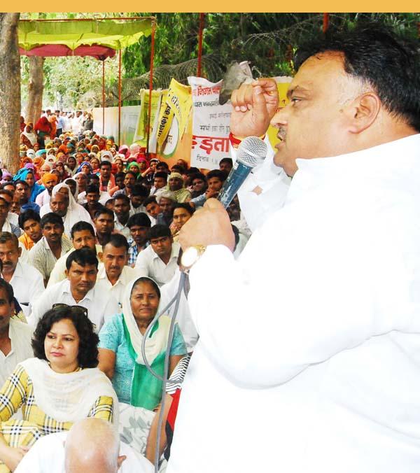 कांग्रेस डेलीगेट लखन कुमार सिंगला ने कर्मचारियों को दिया समर्थन