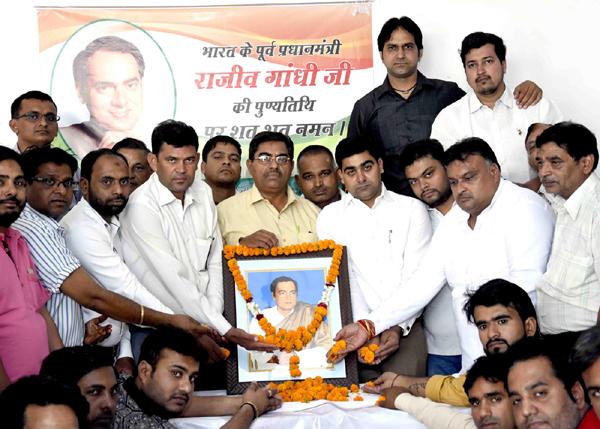 राजीव जी के विचारों को नहीं हरा पाएंगे देश बांटने वाले - लखन कुमार सिंगला