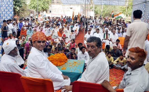 विधायक ने गांव रायपुर कलां में सुनीं ग्रामीणों की समस्याएं