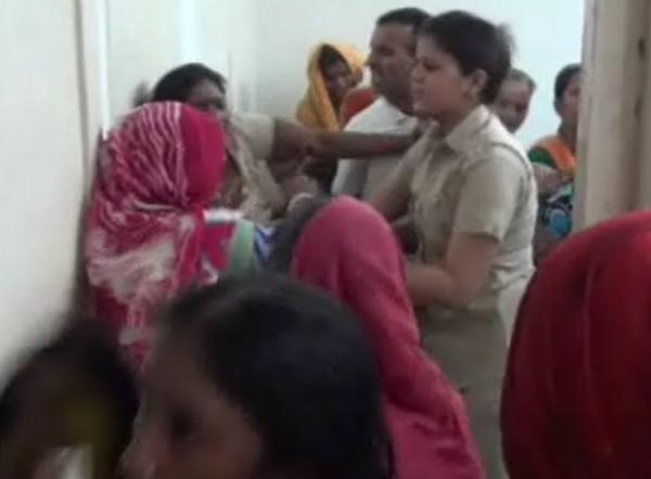 महिला थाने  में जमकर हंगामा(पुलिस पर उचित कार्रवाही ना करने का आरोप)