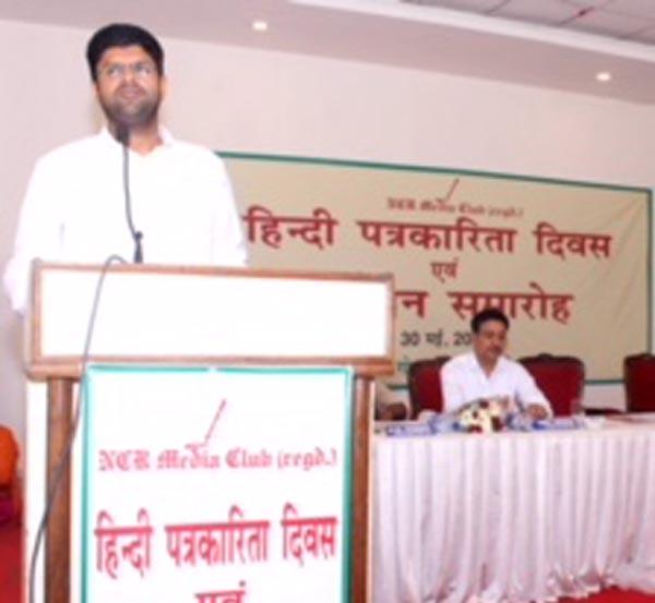 हिन्दी पत्रकारिता दिवस पर भाजपा सरकार पर गरजे सांसद दुष्यंत चौटाला