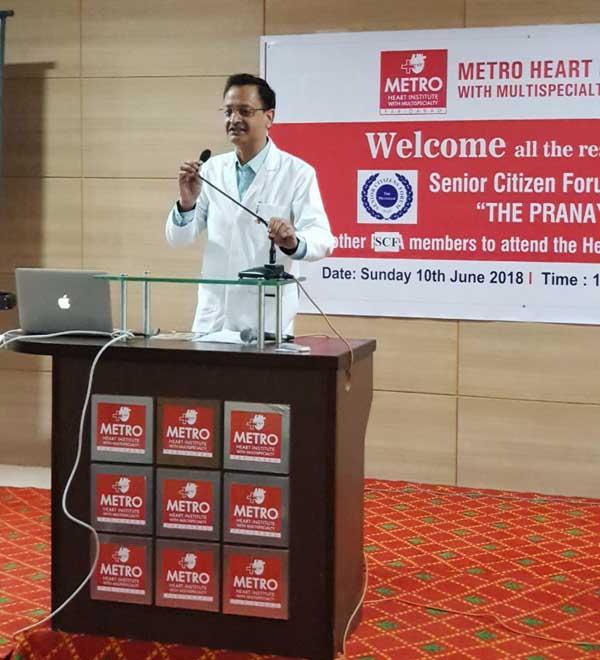 वरिष्ठ नागरिकों के लिए एक स्वास्थ्य वार्ता का आयोजन