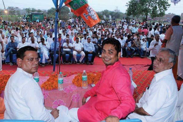 वरिष्ठ भाजपा नेता राजेश नागर ने सुनी सूरदास कालोनी की समस्याएं