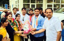 भाजपा नेत्री प्रिंयका भारद्वाज अपने समर्थकों सहित हुई कांग्रेस में शामिल