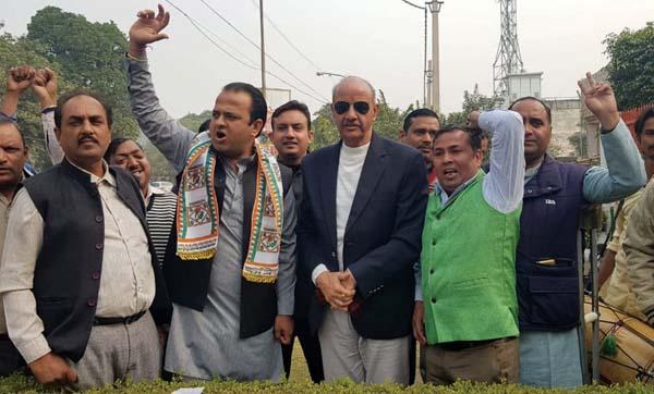 प्रदेश कांग्रेस कमेटी के प्रदेश सचिव सुमित गौड जीत का मनाया जश्र