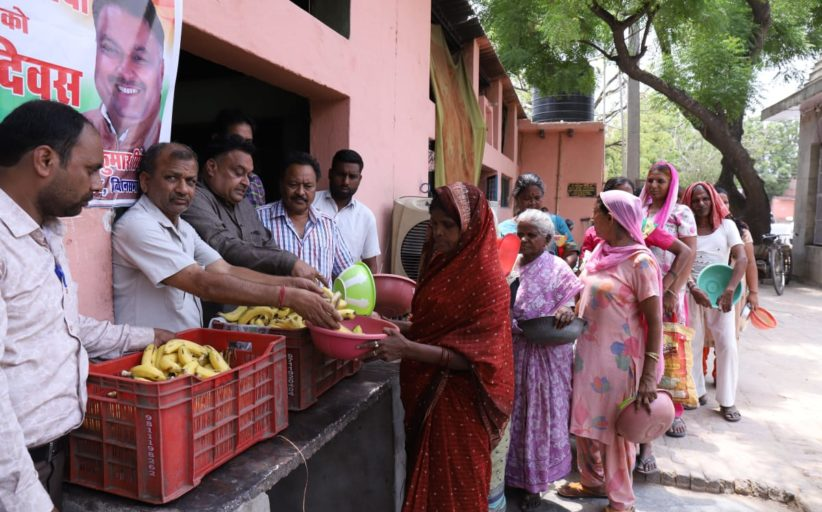 लखन कुमार सिंगला ने कुष्ठ रोगियों के बीच मनाया कांग्रेस अध्यक्ष का जन्मदिन