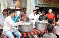 कांग्रेस नेता लखन कुमार सिंगला ने लोगों को खीर प्रसाद के साथ दीं शुभकामनाएं