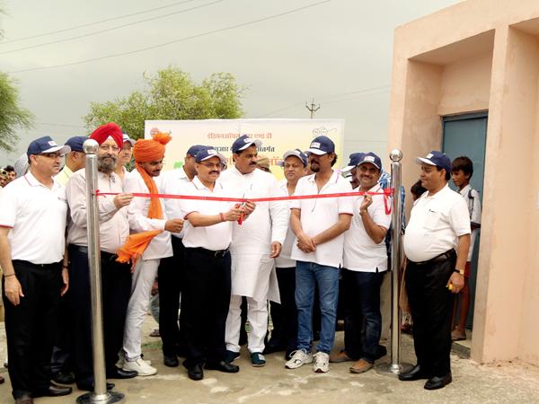 इंडियन ऑयल आरएंडडी ने  दुल्हेपुर गाँव के निवासियों के लिए 150 शौचालयों का निर्माण किया