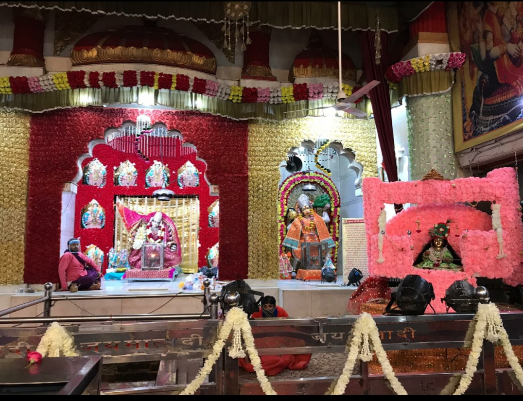 सोशल डिस्टेंस के साथ वैष्णोदेवी मंदिर में मनाई गई जन्माष्टमी